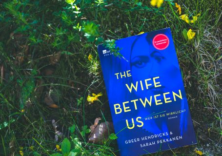 The Wife Between Us - Greer Hendricks & Sarah Pekkanen