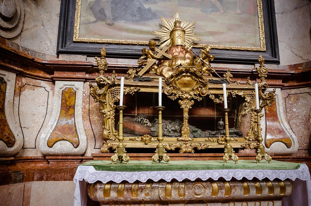 Gebeine, Reliquien des hl. Märyters Urbanus in der Stiftskirche Herzogenburg