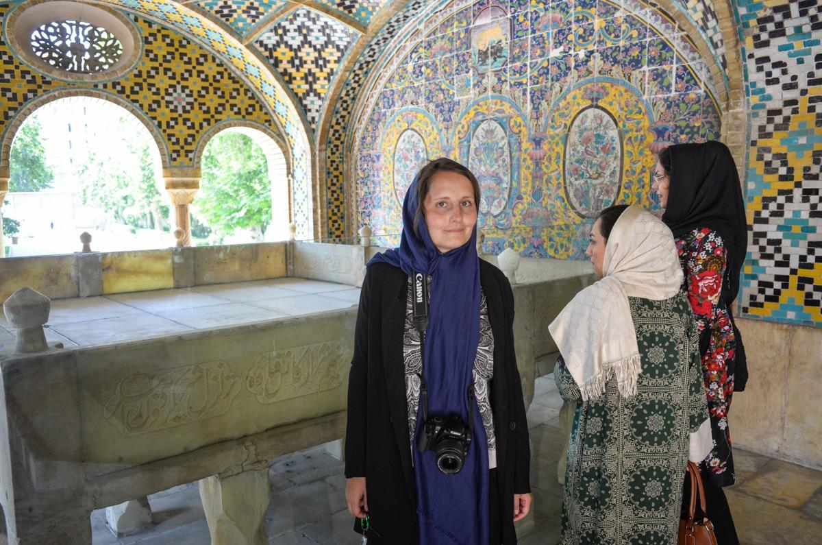 Lesefreude im Golestan Palast