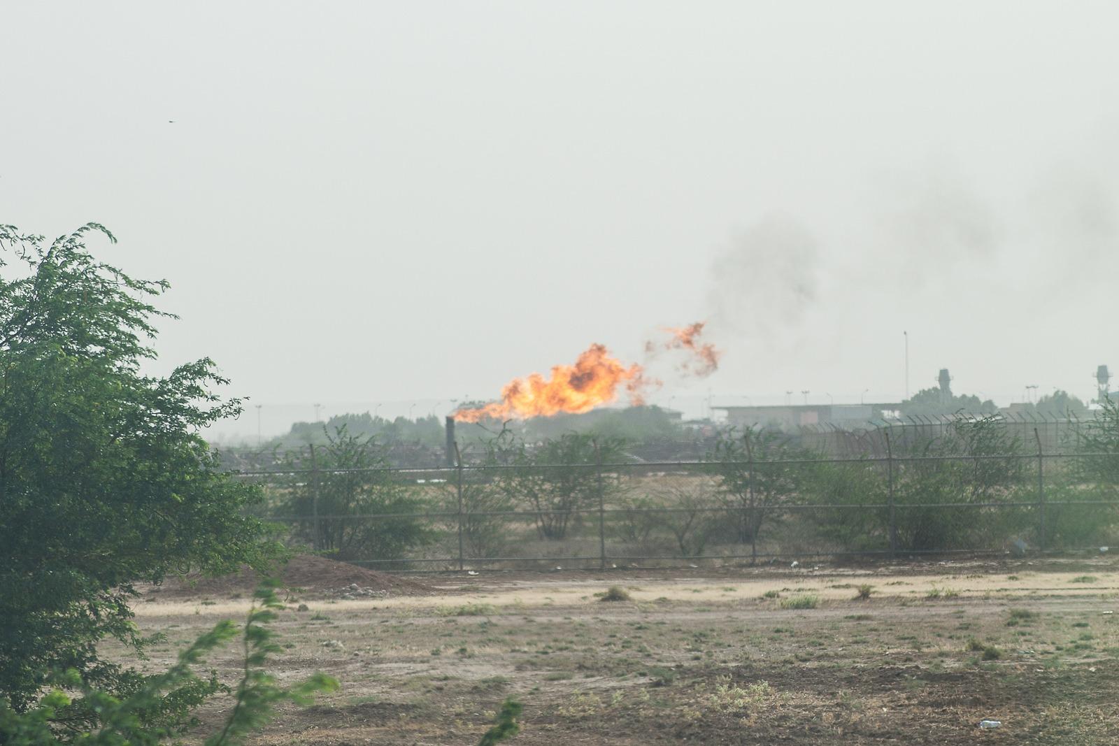 Verbrennen von Erdgas bei der Ölförderung in Chuzestan