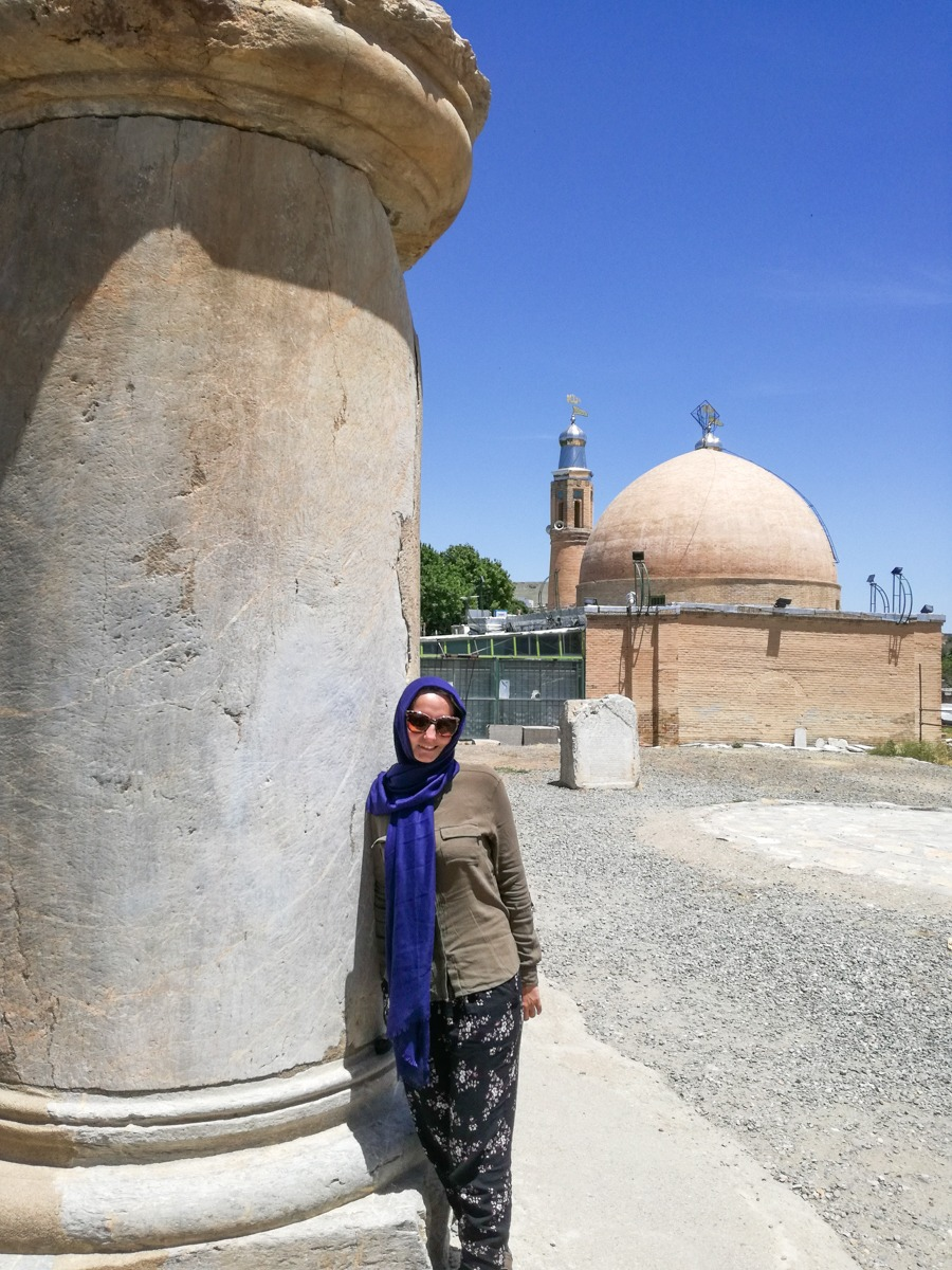 Iran - Lesefreude in Kangavar mit dem Anahita Tempel