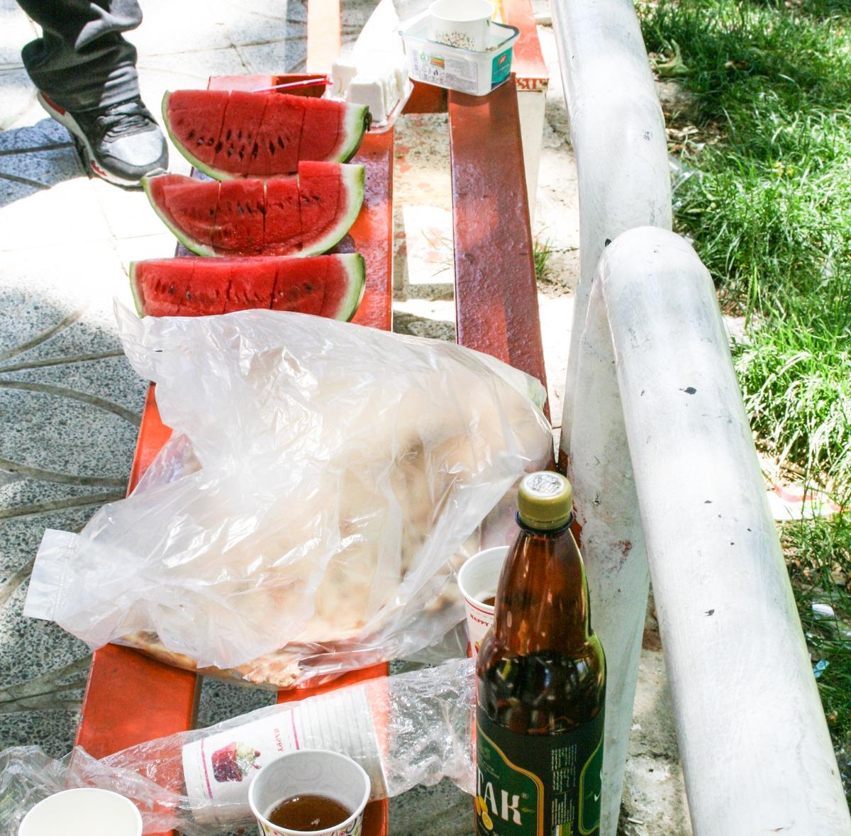 Iran leckeres Picknick mit Wassermelone