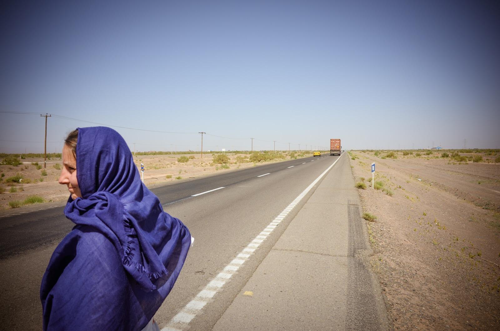 Überqueren der iranischen Autobahn