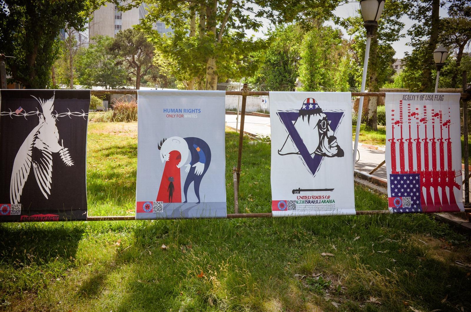 Plakate im Geraten der in der ehemaliigen amerikanischen Botschaft