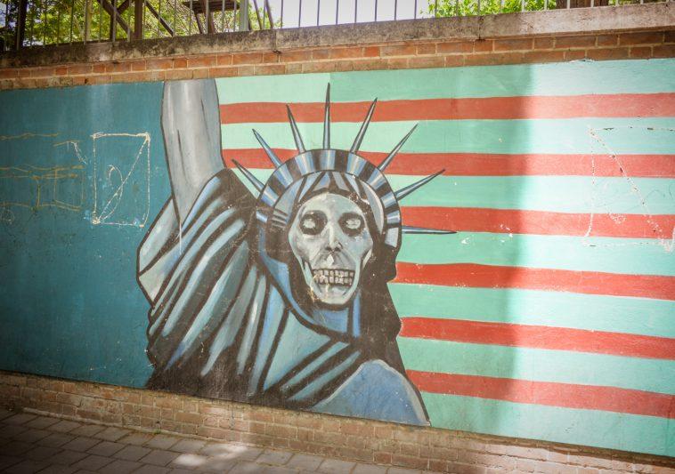 Grafitti an der Wand zur ehemaligen amerikanischen Botschaft in Teheran - Iran