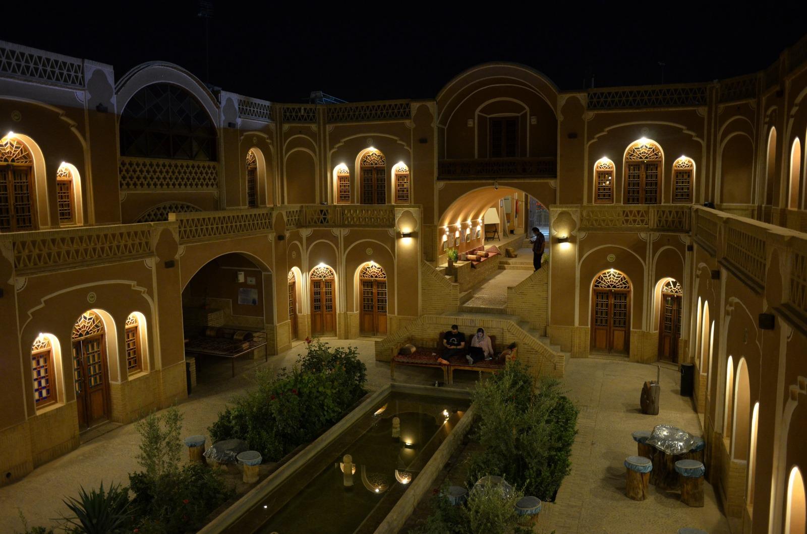 Karawanserei in Yazd bei Nacht