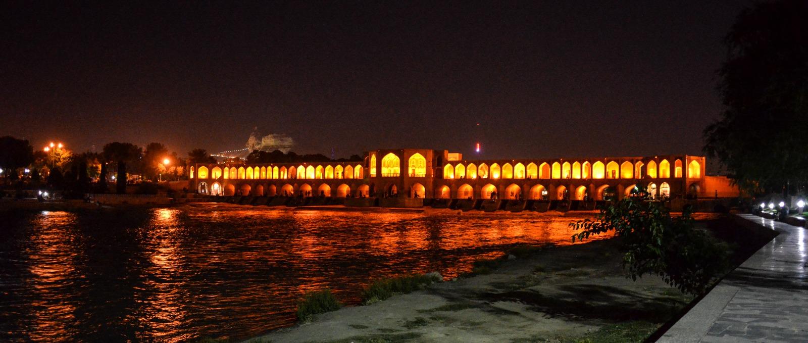 Isfahan - Khaju Brücke bei Nacht