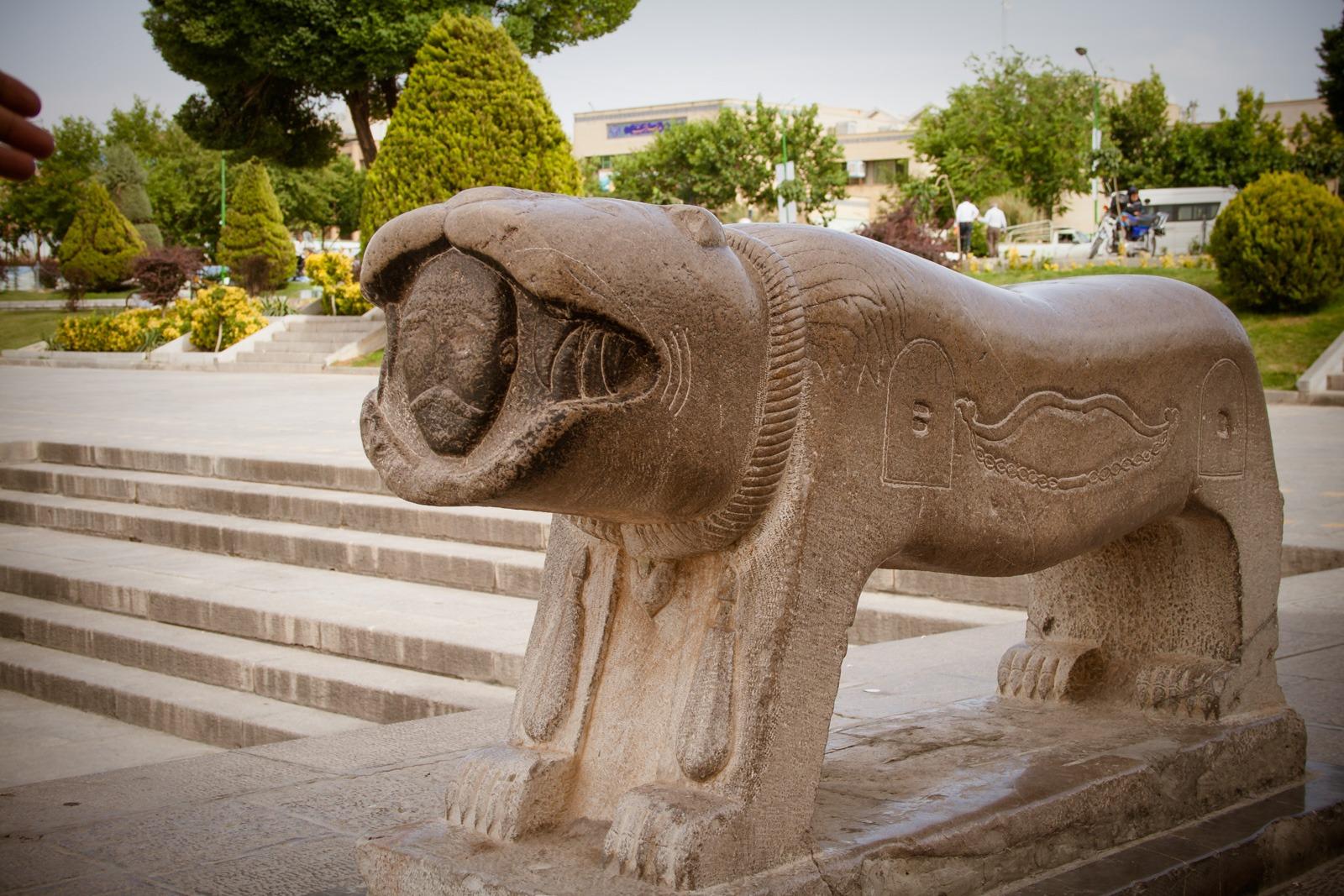 Löwe am Ende der Khaju Brücke in Isfahan - Iran