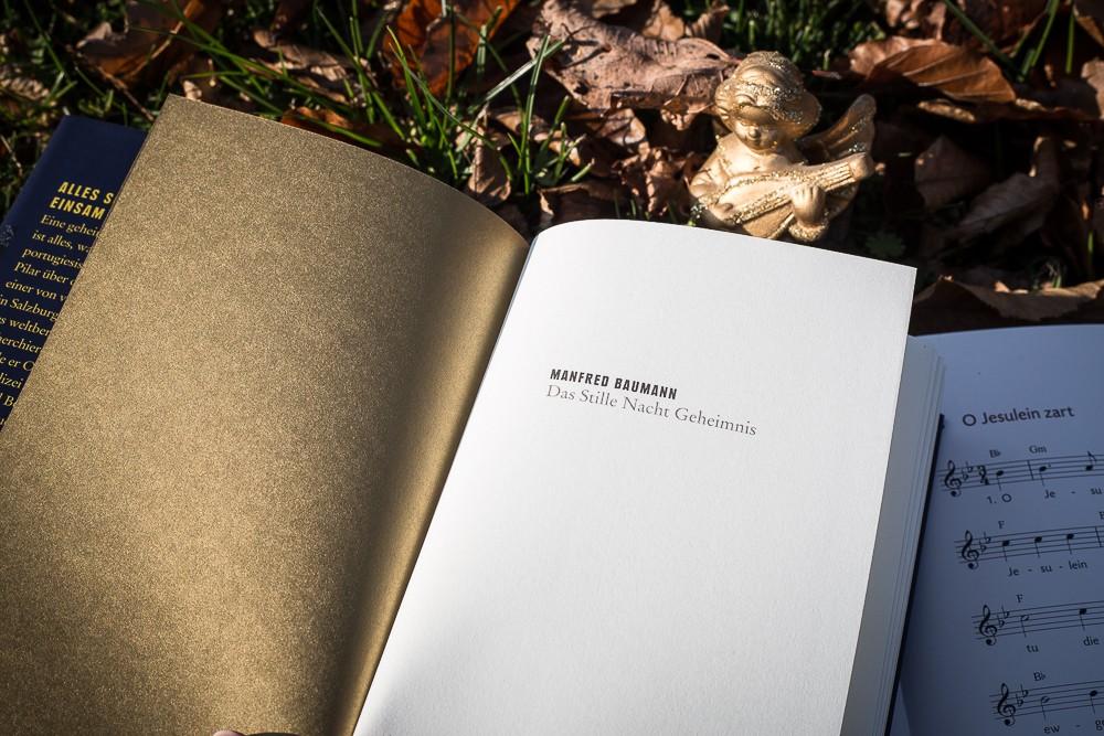 """Goldenes Vorsatzpapier in """"Das Stille Nacht Geheimnis"""""""