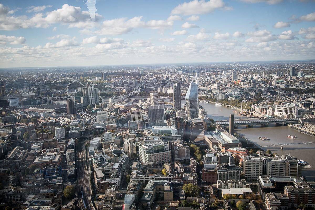 Blick / View von The Shard über London
