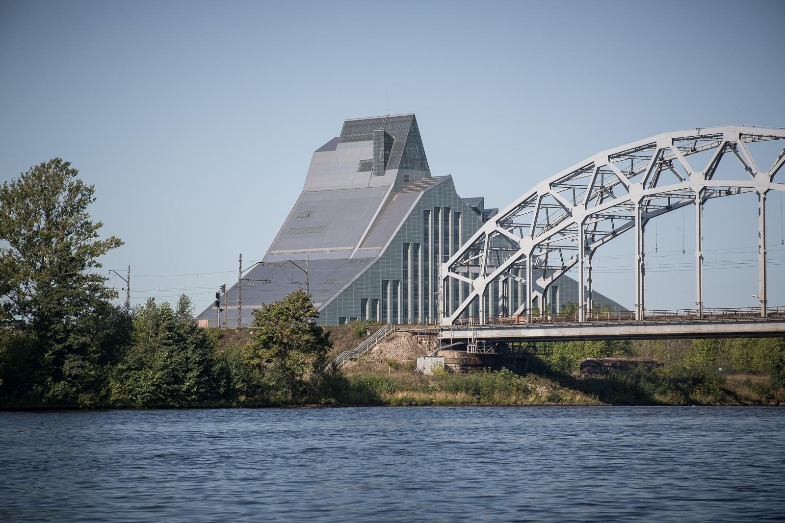 Riga von Daugava / Düna aus mit Blick auf die Nationalbibliothek