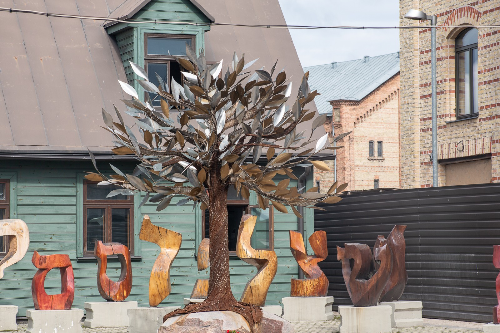 Tree of hope und Ghettohaus im Ghettomuseum Riga