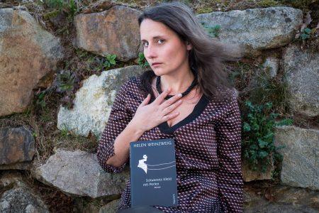 Schwarzes Kleid mit Perlen – Helen Weinzweig
