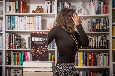 Hooligans: Eine Welt zwischen Fußball, Gewalt und Politik – Robert Claus