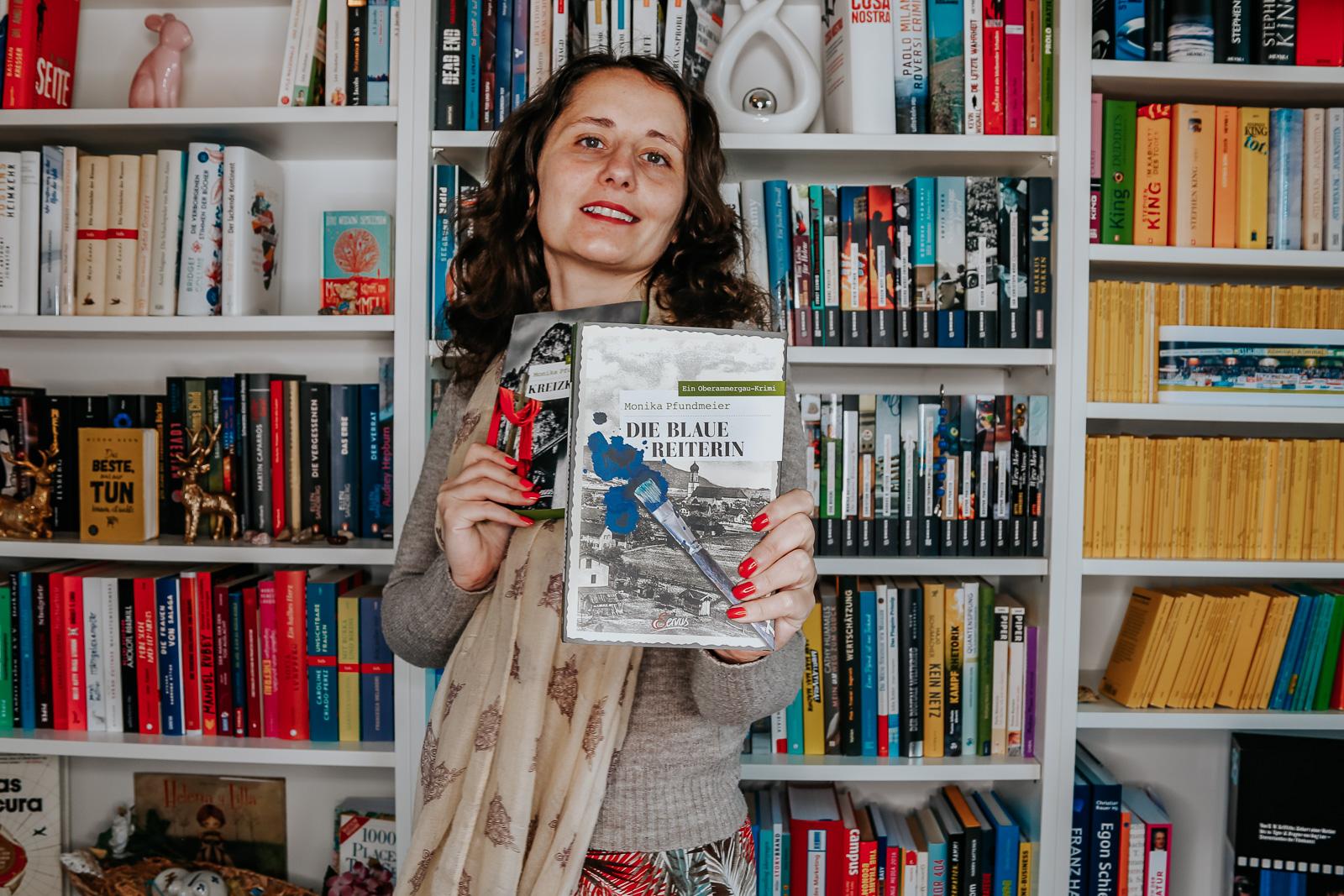 Die blaue Reiterin - Monika Pfundmeier